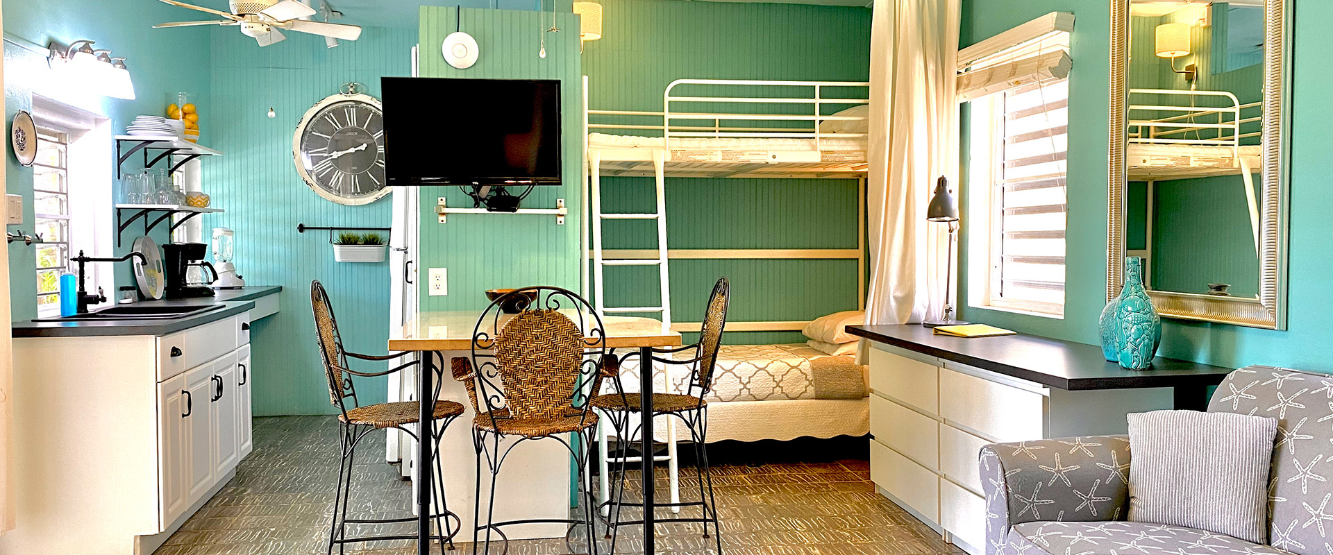 Commodore---Room-Overview-from-Bedroom